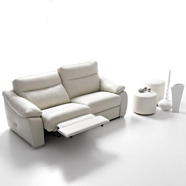 Divani e divani poltrone idee per il design della casa for Divani e poltrone